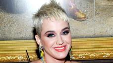 Celebrities Who Had Nasty First Kisses: Selena, Katy, Rihanna, Extra