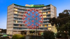 Victoria's COVID outbreak Holiday Inn returned traveller addresses nebuliser claims
