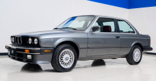 This BMW 325iS Is A Sporty E30 Curio