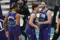 'His teammates love him': Dell Curry dishes on LaMelo Ball, Hornets