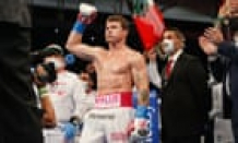 Canelo Álvarez defends super middleweight titles after Avni Yıldırım retires on stool –as it happened