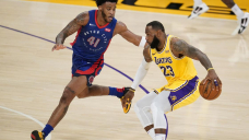 LeBron takes charge in 2nd OT, Lakers edge Pistons 135-129