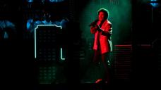 The Weeknd brings Vegas showmanship to brisk Gigantic Bowl halftime show