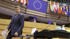 EU lawmakers OK $815 billion recovery program