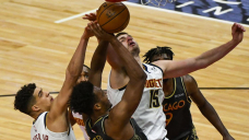 Jokic dominates with 39 points as Nuggets beat Bulls 118-112