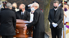 'Canada's hockey dad': Funeral for Walter Gretzky held in Brantford, Ont.