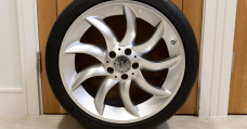 What Automobile Would You Place apart These Extinct Mercedes SLR McLaren Wheels On?