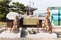 The Fable of the Comfort Ladies folk, in Korean and Japanese