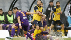 Simon penalty bags soggy draw for Mariners