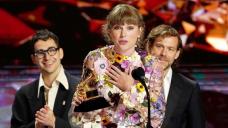 Taylor Swift Shouts Out Boyfriend Joe Alwyn in Grammys Acceptance Speech