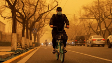 Beijing choked in duststorm