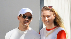 Sophie Turner Has Hilarious Reaction to Husband Joe Jonas' Shirtless Selfie