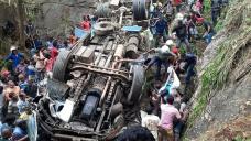 Sri Lanka bus crash kills 14 people