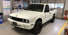 A Toyota Tacoma With An E30 3-Series Face Is A Weirdly Stunning Match