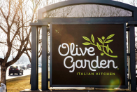 Lawsuit alleges Olive Backyard parent's tipping policy causes racial discrimination, sexual harassment in latest push against tipped minimum wage