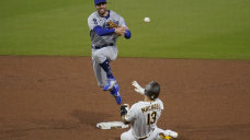 Betts makes diving grab as Dodgers beat Padres 2-0