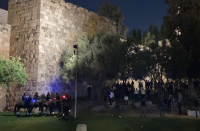Israel Police work to keep Jews, Arabs from clashing