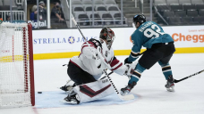 Kane's 20th goal leads Sharks past Coyotes 4-2