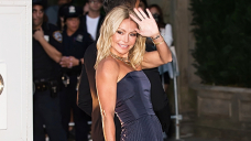 Kelly Ripa Channels Lisa Rinna By Showing Off Her Dance Moves On Instagram For Charity