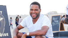 Anthony Anderson Challenges Will Smith's Dad Bod Selfie With One Of His Win: Gaze Shirtless Pic