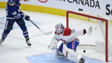 Maple Leafs wrap up North title, beating Canadiens 3-2