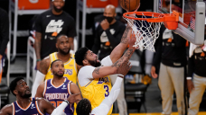 Lakers 109, Suns 95: Anthony Davis powers Lakers through the pain for 2-1 lead on Suns