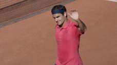Federer dazzles on return to grand slam