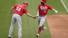 Winker's 3 homers lift Reds over Playing cards 8-7 for 4-sport sweep