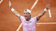 Schwartzman reaches French Open quarters