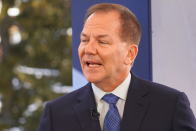 Paul Tudor Jones says 'trudge all in on the inflation trades' if Fed keeps ignoring higher prices