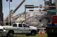 Surfside mayor moved by Jewish girl praying outside collapse site