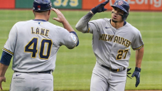Brewers run win streak to 10 with 7-2 victory over Pirates