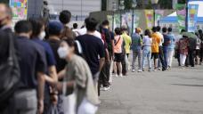 S.Korea eyes lockdown as COVID cases surge