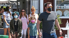 Ben Affleck & Jennifer Lopez Lovingly Seek for At Every Different After Grabbing Lunch With Their Children