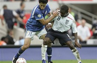 Soccer-FA condemns racist abuse of players following England's final loss