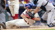Realmuto's big day helps Phils take care of Marlins