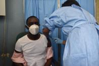 Début de la campagne de vaccination COVID-19 en Haïti : les premieres personnes vaccinées moins de 48h après l'arrivée des premier vaccins sur le territoire