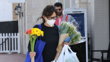 Jennifer Garner Goes Flower Searching In L.A. As Ex Ben Affleck Grabs J.Lo's Booty On St. Tropez Yacht — Photos