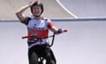 Olympic BMX girls folk's park: Charlotte Worthington beats Hannah Roberts to gold – as it happened