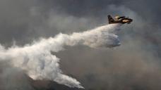 Hundreds flee as heat fuels Greek blazes
