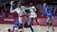France beats Russian team to win females's handball gold