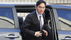 Samsung's Lee appears at trial ahead of parole release