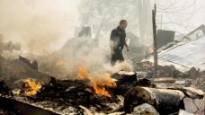 Winds hamper efforts against US blazes