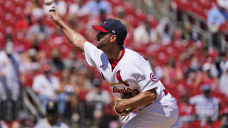 Wainwright extends mastery of Pirates in Cardinals' 3-0 win