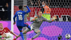 England cruise to win in hostile Hungary