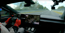 Lope on-board as the Tesla Model S Plaid smashes the Taycan with a 7:35 around Nurburgring