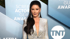 Catherine Zeta-Jones Finds Naturally Curly Hair & Make-up-Free Face In New Selfie