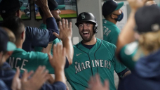 Mariners inch closer in wild-card bound, top D'backs 5-4