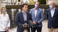 Vic shadow cabinet picked on 'advantage': Man
