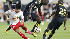 Berry scores in 88th minute, Crew beat Pink Bulls 2-1